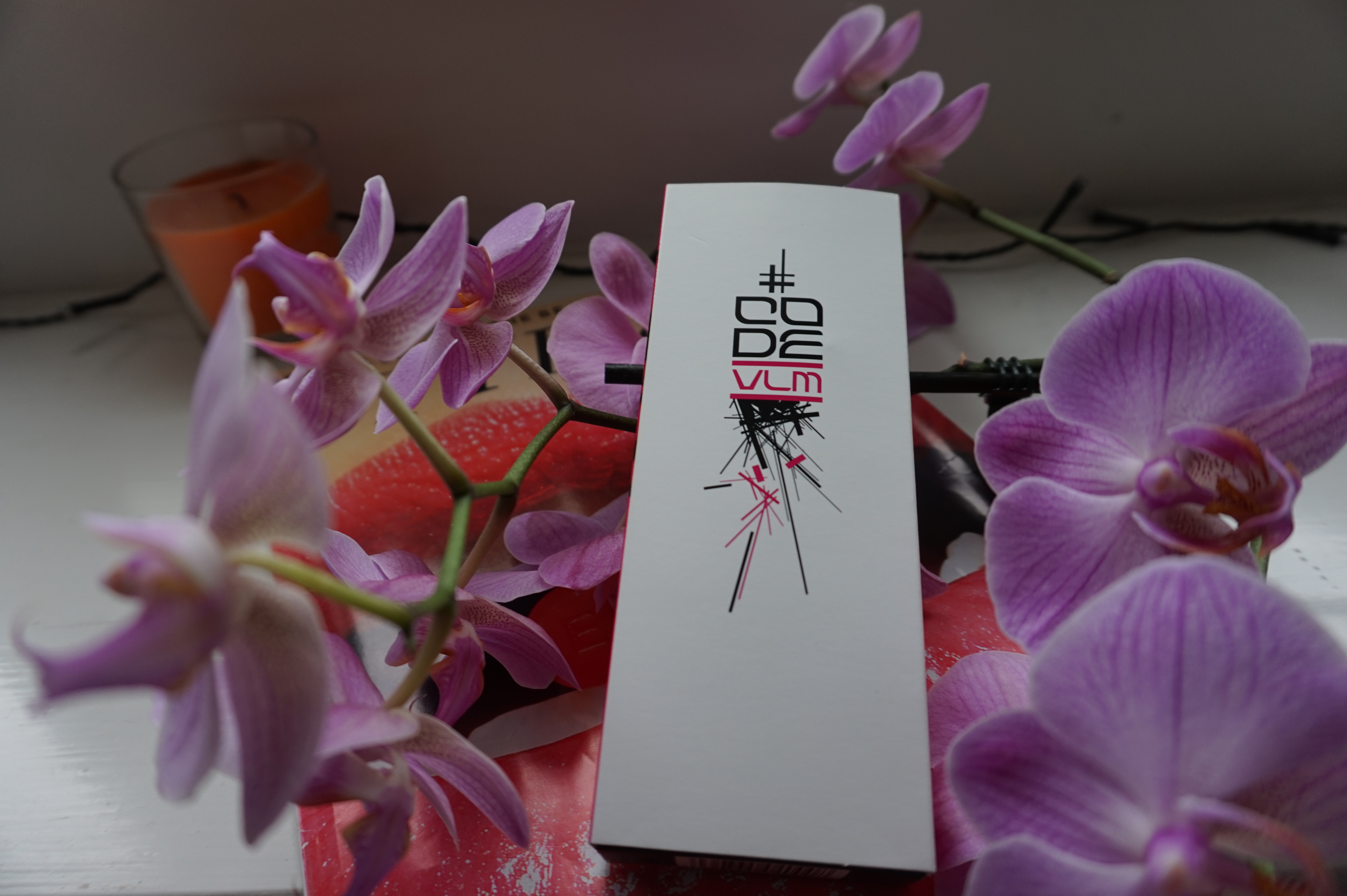 code-volumising-lengthening-mascara-white-black-pink-box