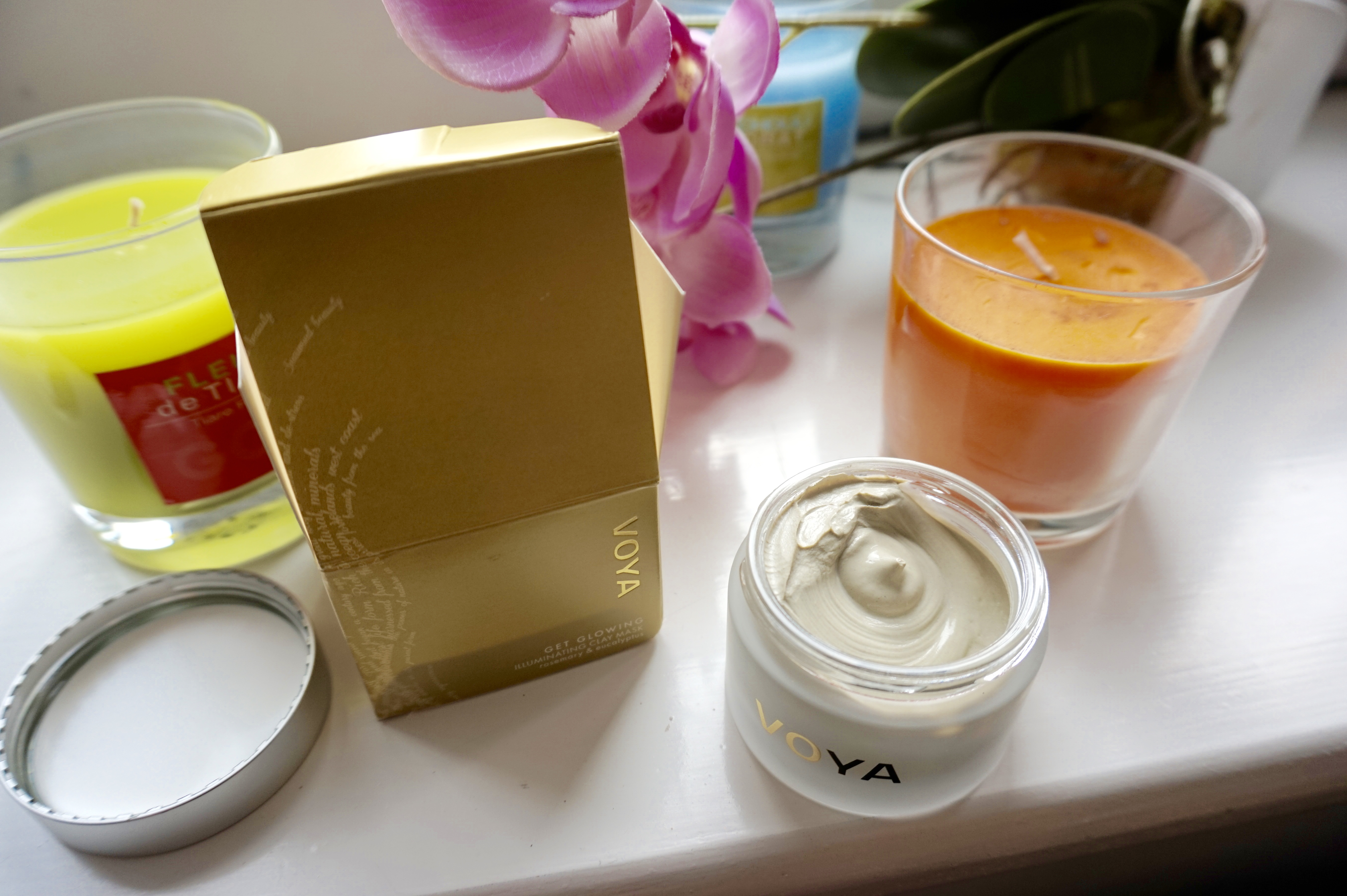 voya-get-glowing-illuminating-clay-mask-raychel-says