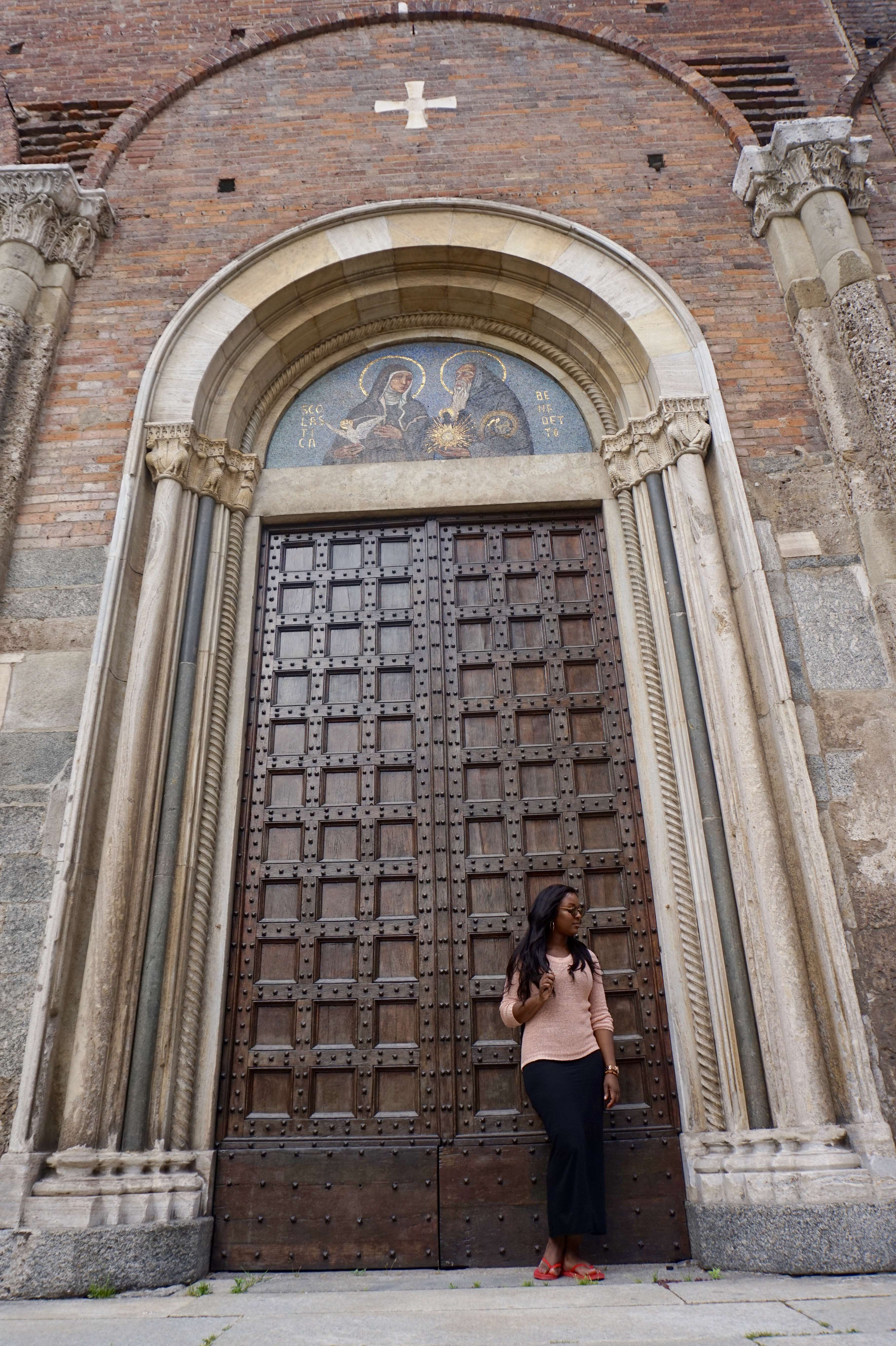 raychel-says-travel-church-doorway-brown-milan-2017-images