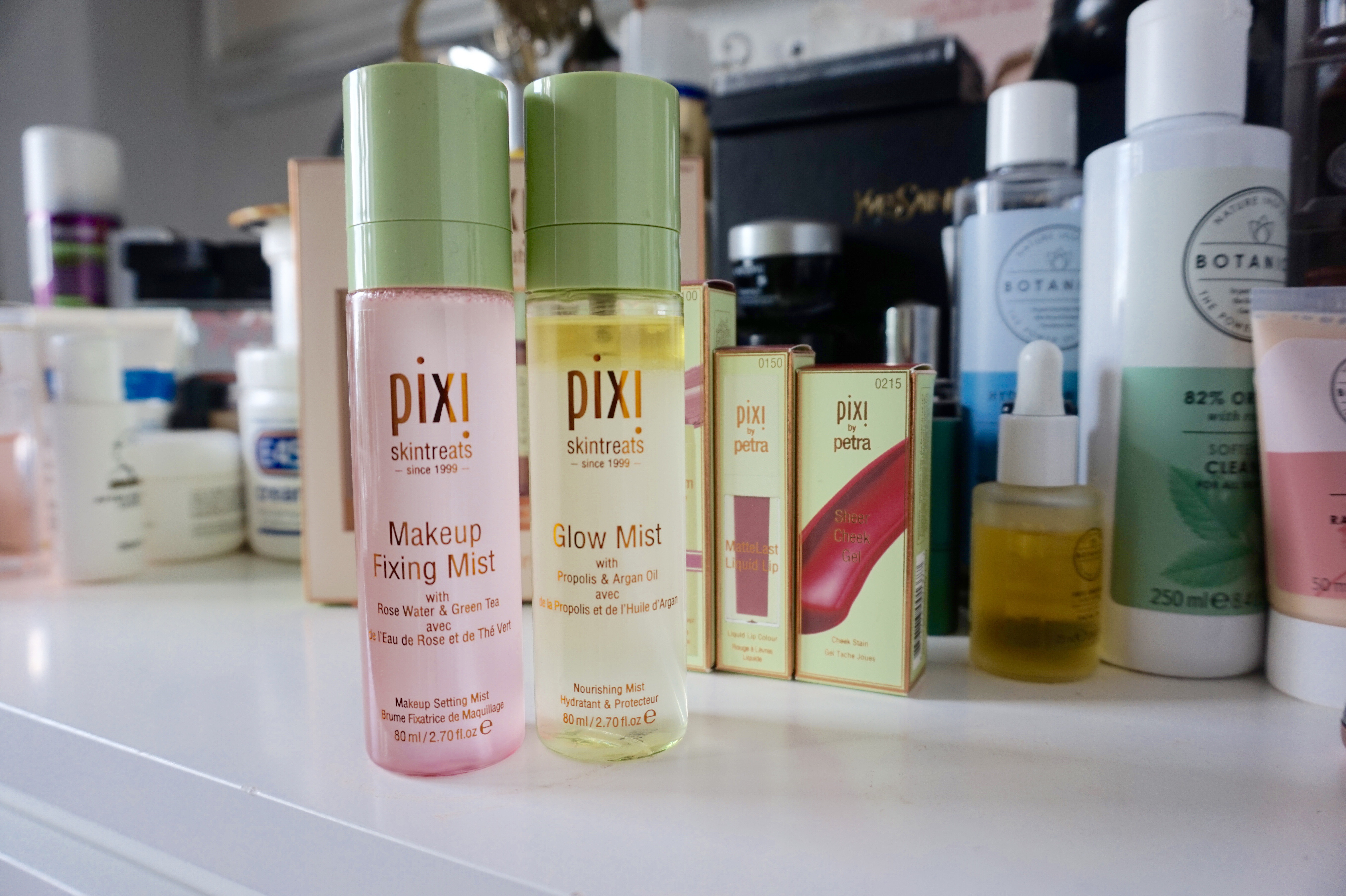 raychel-says-pixi-by-petra-makeup-fixing-mist-glow-mist