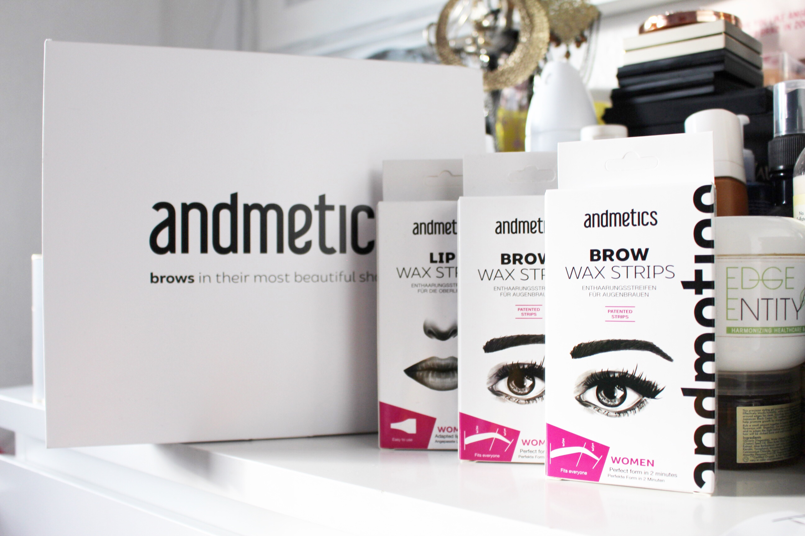 raychel-says-Christmas-gift-guide-andmetics-brow-lip-strips